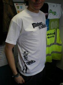 mężczyzna w koszulce
